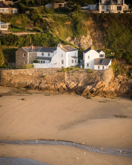 Dog friendly cottages by the beach in Cornwall