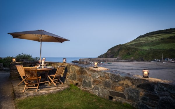 5 Dog Friendly Places to Stay Overlooking the Sea