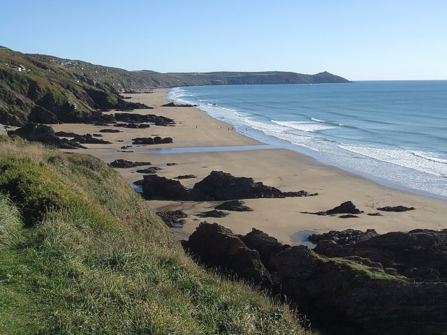 Whitsand Bay looking east from Sharrow Point cc-by-sa/2.0 - © Rob Farrow - geograph.org.uk/p/2145318